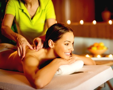 Massagem com Velas Quentes, Osteopática, Ayurvédica ou Tui Na | 2 Locais