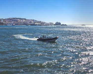 Passeio em Speedboat! Rota dos Monumentos pelo Tejo - 1 Hora   Até 12 Pessoas