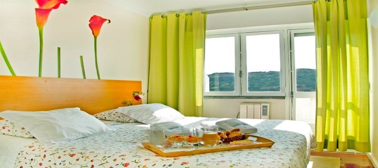 Sintra Sol! 2 Noites em Apartamento na Praia das Maçãs