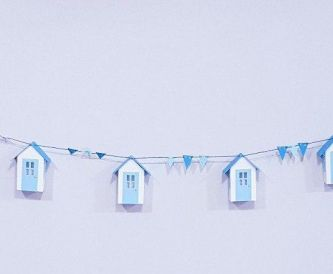 Cute Beach Hut Garland