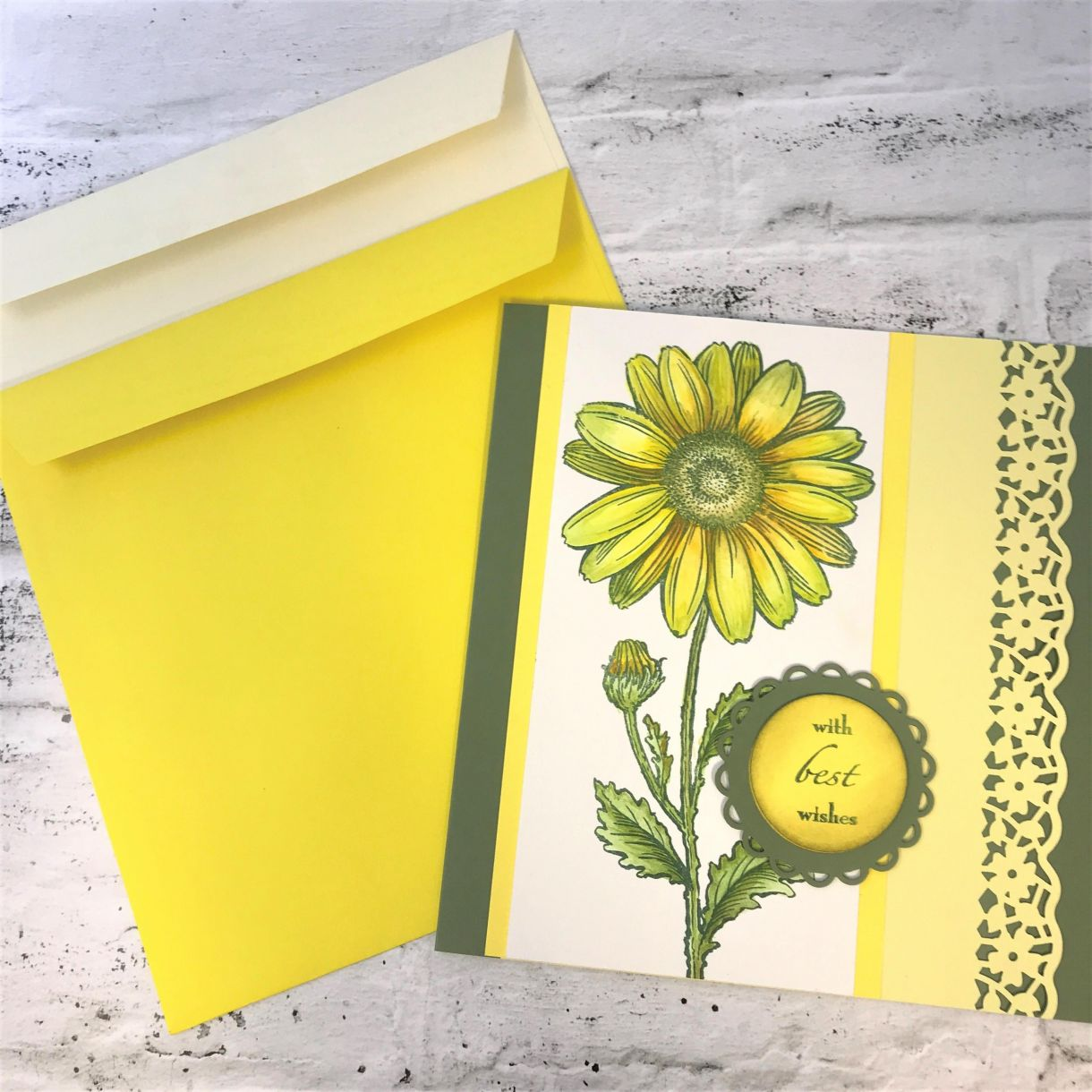 How To Make A Large Yellow Daisy Card