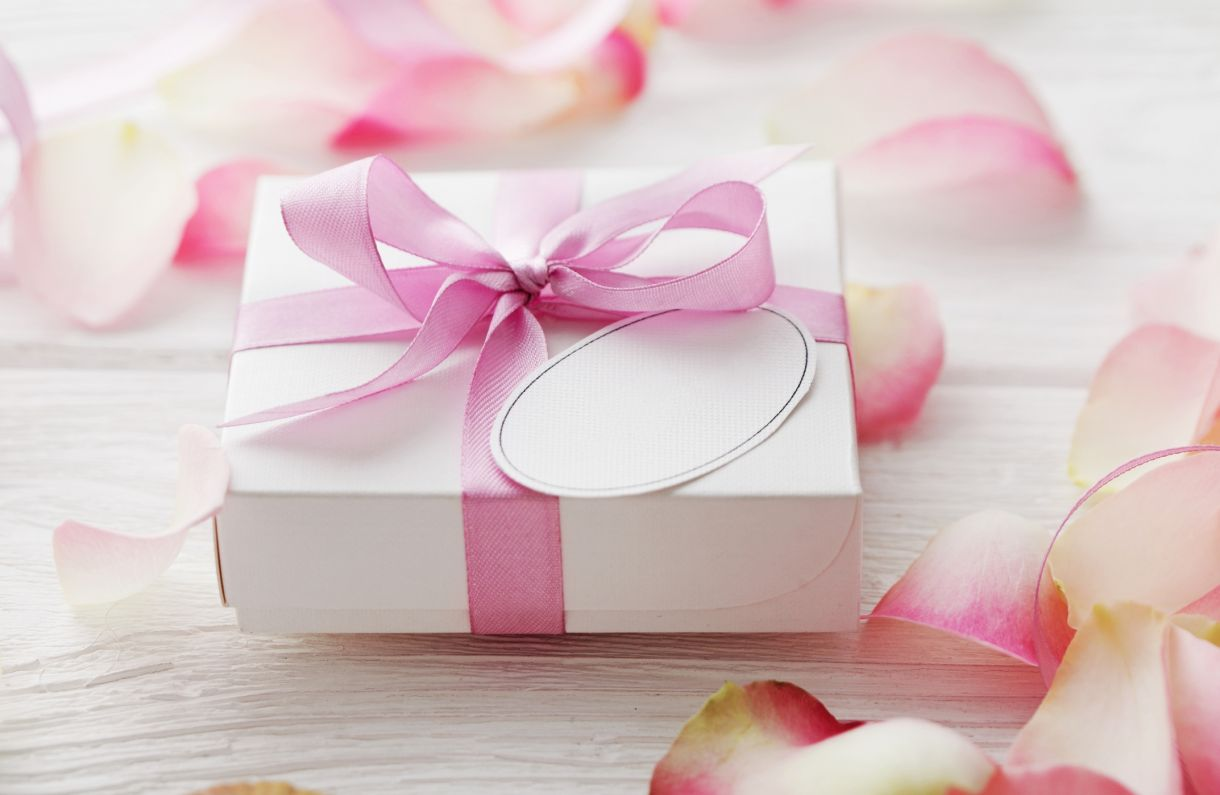 Choosing the Perfect 1st Wedding Anniversary Gifts