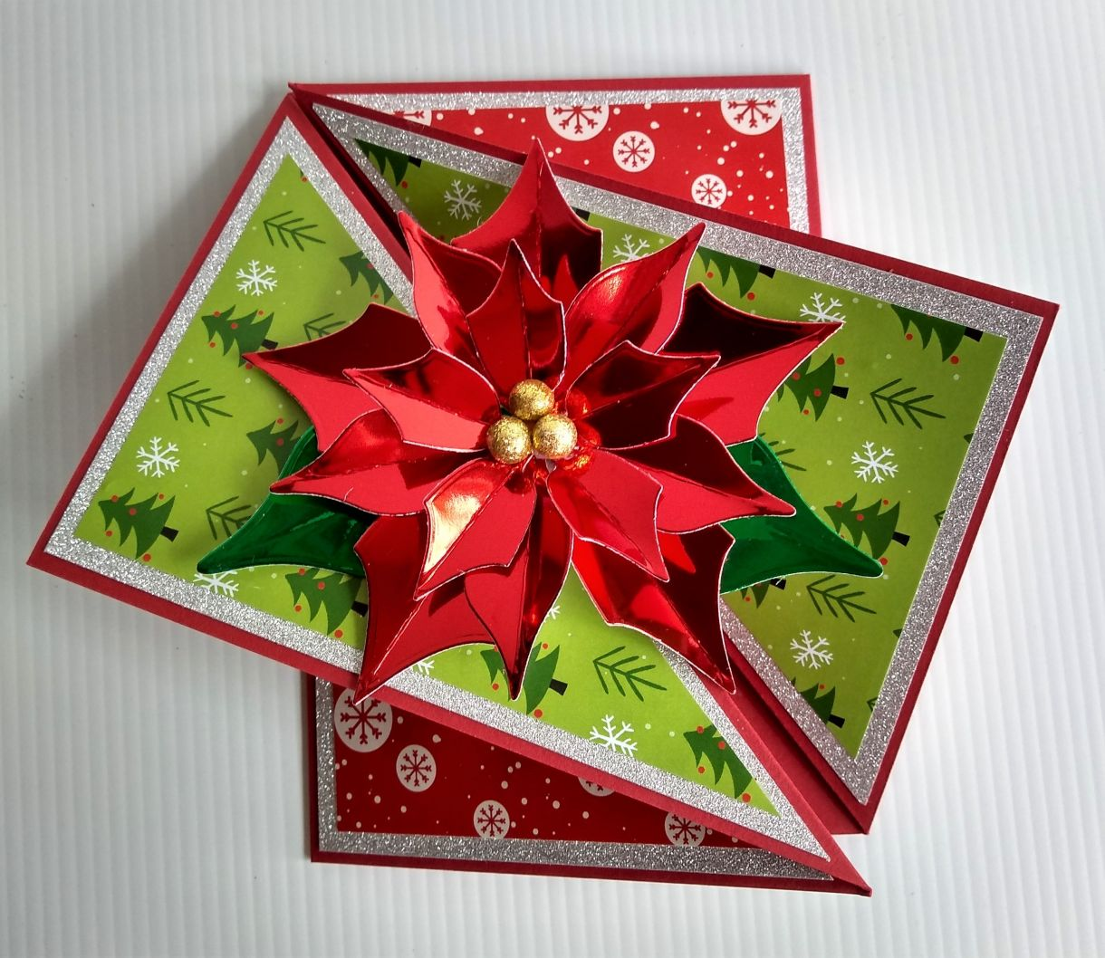 Poinsettia Twist Fold Card 1