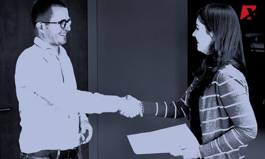 office-handshake-qiwi