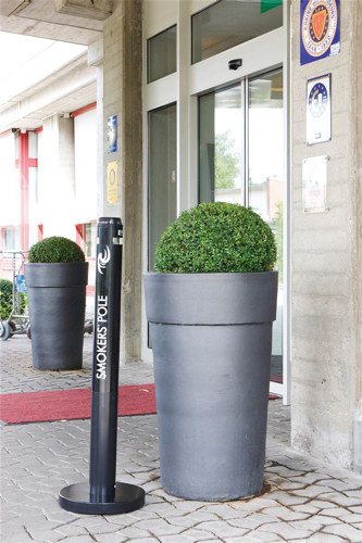 Rubbermaid Smokers Pole Ash Bin Aluminium Weather-resistant Base Diameter 324mm Height 1041mm Ref R1BK