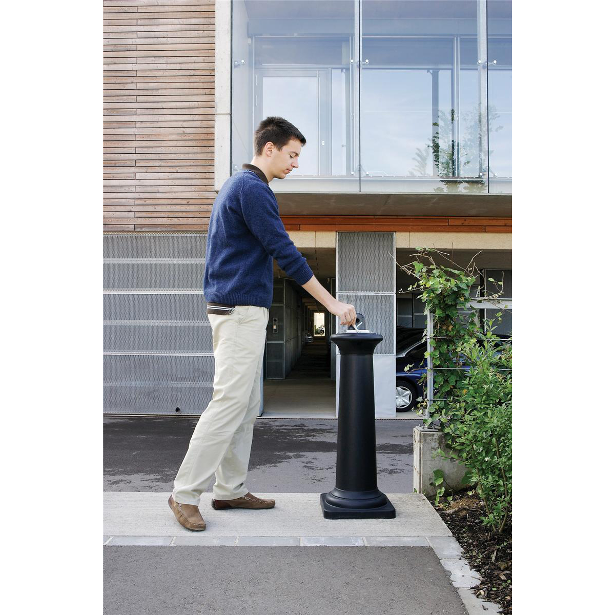 Rubbermaid Ash Bin Free-standing Capacity of 600 Butts 330x330x975mm Black Ref FG9W3000BLA