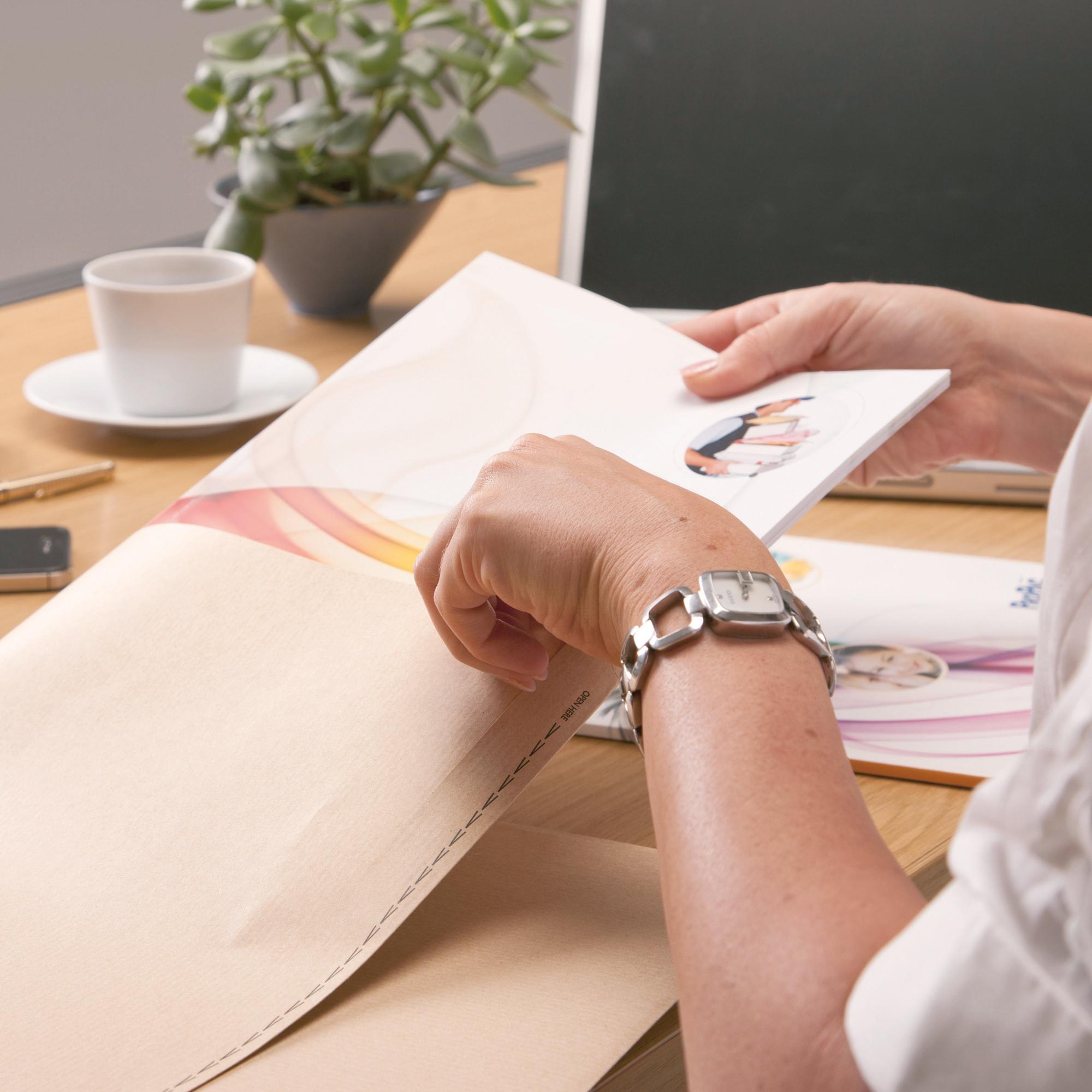 New Guardian Envelopes Pocket Peel & Seal 130gsm C4 324x229mm Manilla Ref J26339 Pack 250