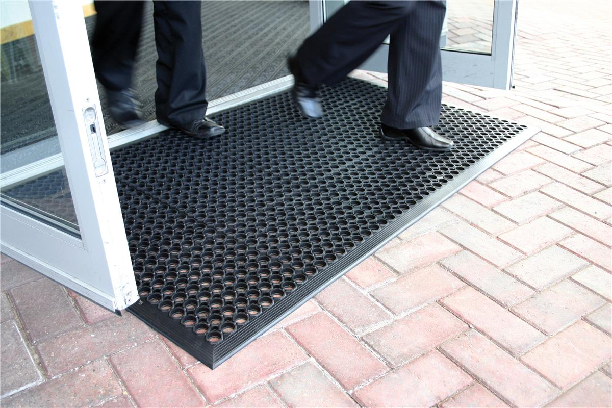 Image for COBA Ramp Entrance Scraper Mat Rubber Hard-wearing W900xD1500mm Black Mat Ref RP010001