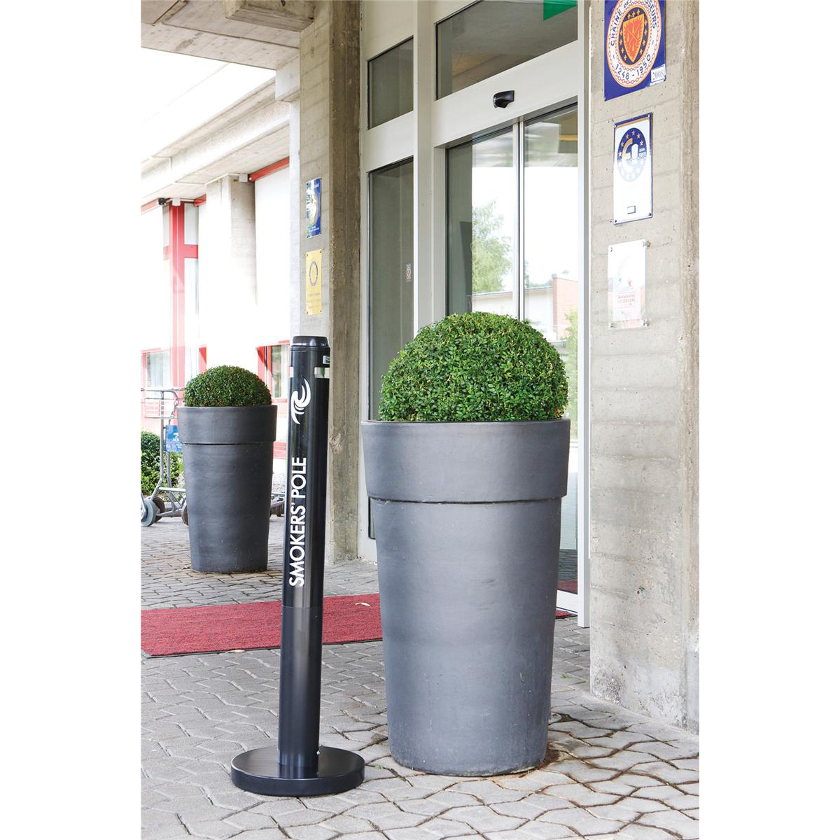 Rubbermaid Smokers Pole Bin Capacity 1000 Butts Base Diameter of 324mm Height of 1041mm Black Ref FGR1BK