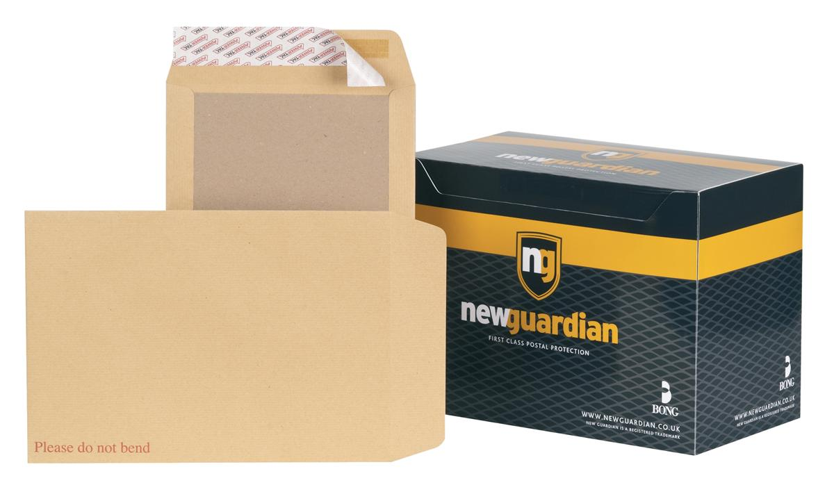 Image for New Guardian Envelopes Heavyweight Board Backed Peel and Seal Manilla C4 [Pack 125]