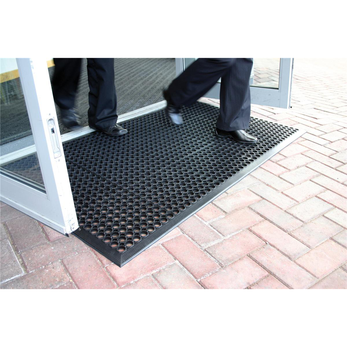 COBA Ramp Entrance Mat Hard-wearing Bevelled Edge Rubber 900x1500mm Black Ref RP010001