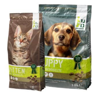 Een zak puppy of kittenvoer Gratis
