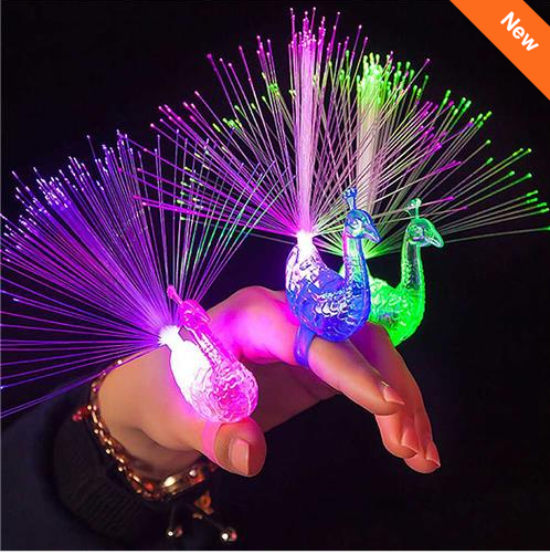LED Glow Peacock Finger Ring Laser Beams Optical Fiber Toy voor €0,09
