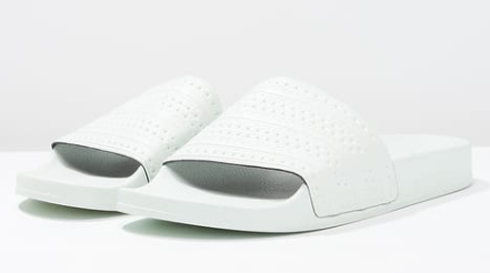 adidas Originals ADILETTE Slippers linen green voor </p>                         <!--bof Product URL -->                                                 <!--eof Product URL -->                         <!--bof Quantity Discounts table -->                                                 <!--eof Quantity Discounts table -->                     </div>                 </div>                 <div id=