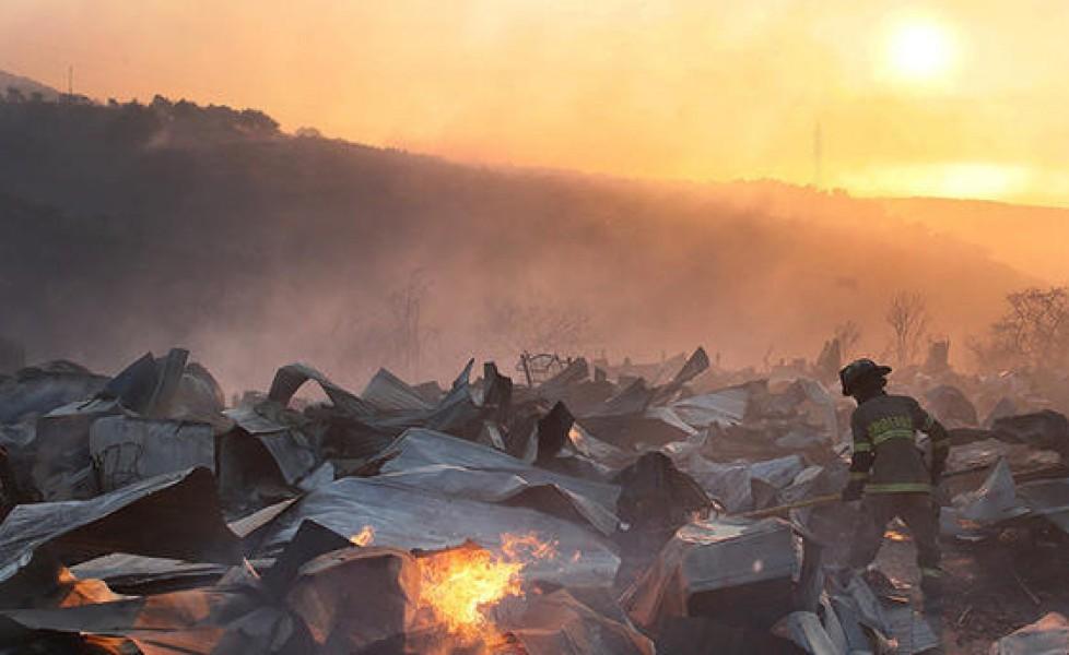 Fiamme a Valparaiso, almeno cento case bruciano in Cile