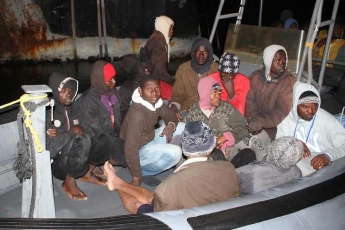 Migranti, recuperati 74 corpi a bordo di un'imbarcazione