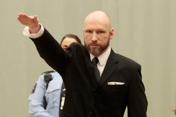 Norvegia: Breivik torna in aula e fa il saluto nazista