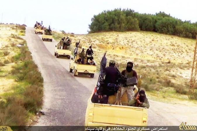 Egitto, attentato kamikaze contro un checkpoint nel Sinai: 5 morti