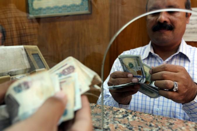 Egitto svaluta lira del 48%