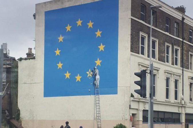 Il nuovo murale di Banksy è apparso a Dover nel Regno Unito