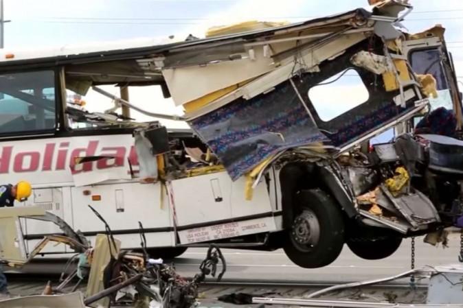 Filippine: bus precipita in un burrone, 24 morti