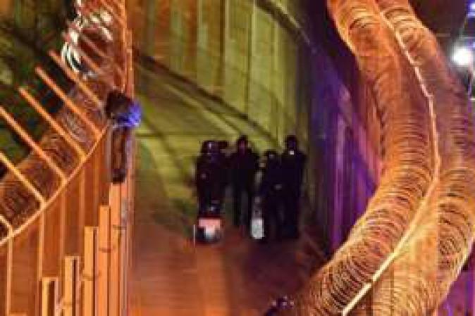 800 migranti assaltano Ceuta: respinti