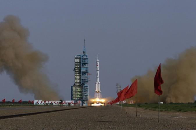 La Cina ha inviato due astronauti per un mese nello spazio