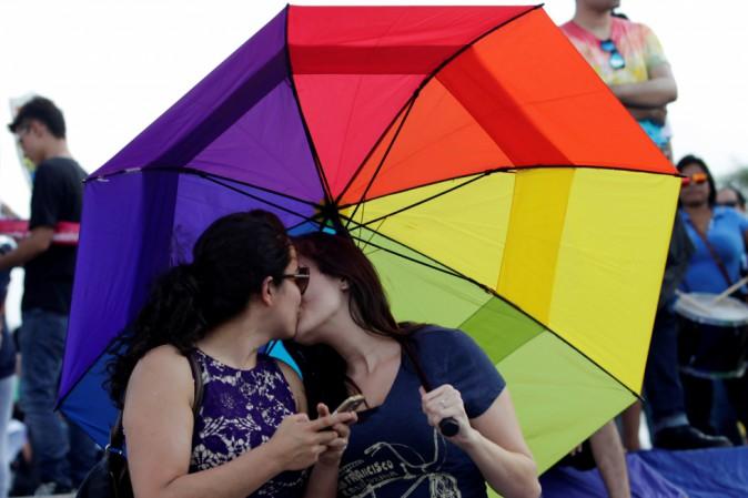 Messico, ragazzino di 12 anni sfida 11.000 omofobi in marcia: