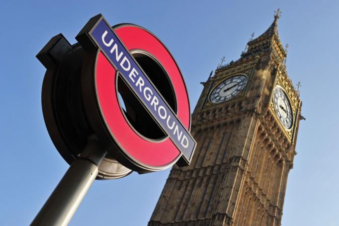 Londra, metro aperta di notte