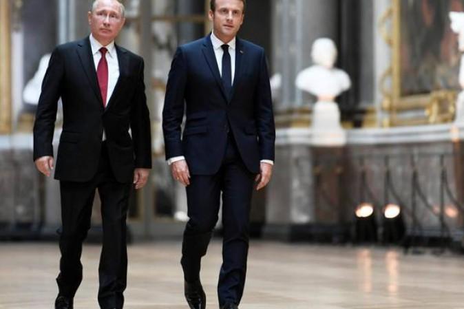 Macron incontra Putin: rafforzare relazioni sulla Siria