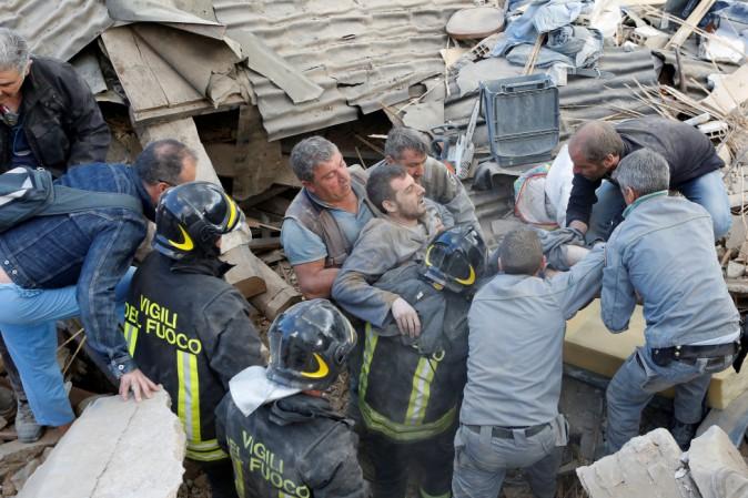 Terremoto: in campo 200 volontari della Croce Rossa, anche psicologi
