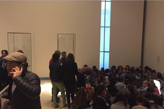 Paura al Louvre, soldato aggredito con un machete