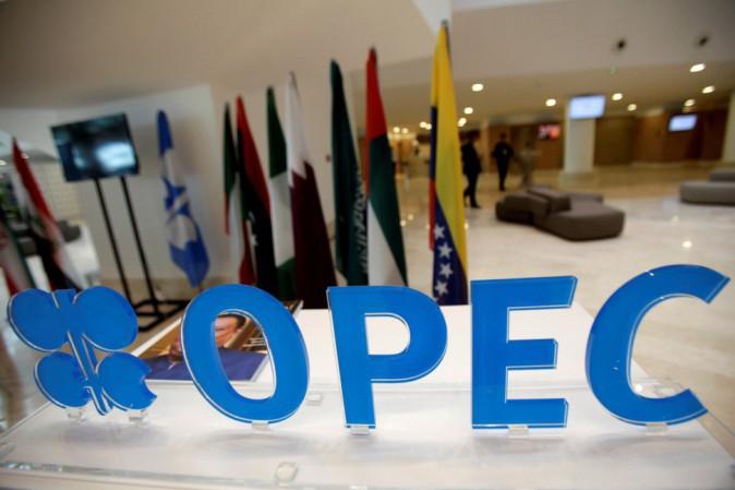 Opec finalizza oggi accordo sul taglio della produzione di petrolio