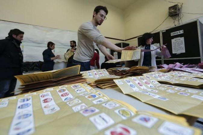 Elezioni: affluenza in calo, ma non c'è il crollo