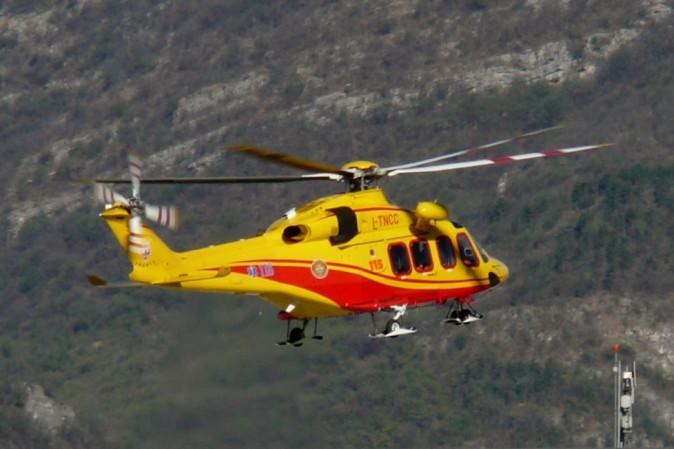 Precipita un elicottero presso l'Aquila, sei morti