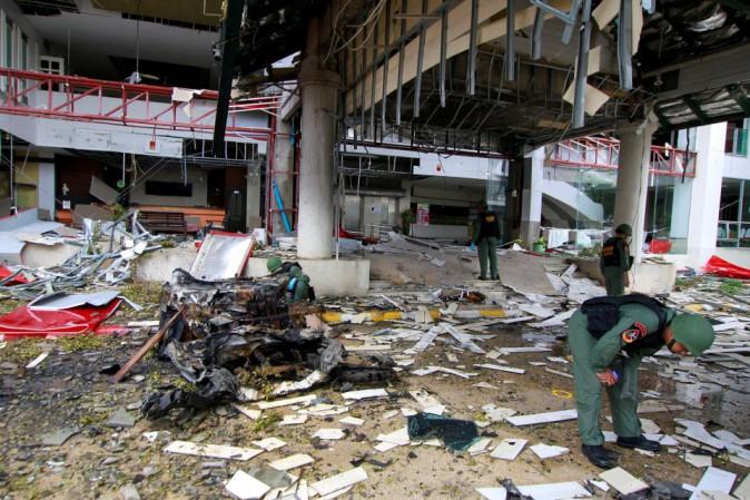 Tailandia: 2 bombe esplodono in centro commerciale