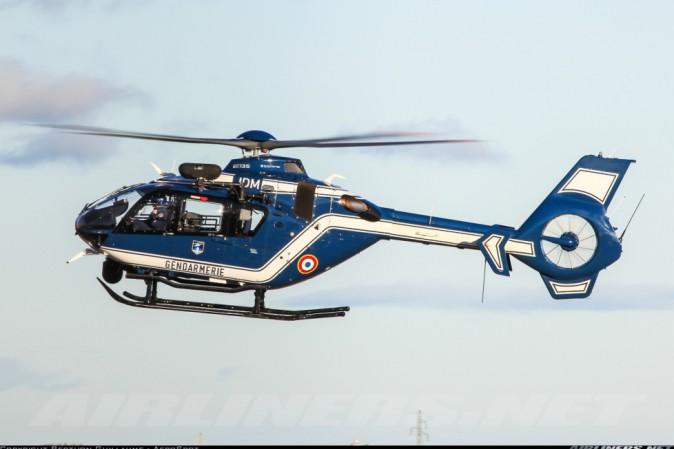 Elicottero Quattro Posti : Un elicottero della polizia si schianta in francia tpi