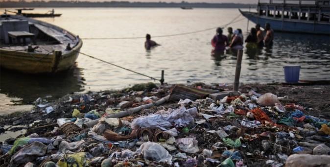 Il gange fiume sacro e inquinato tpi - Bagno nel gange malattie ...