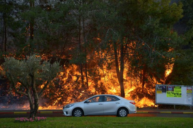 Incendi in Israele, fuga da Haifa