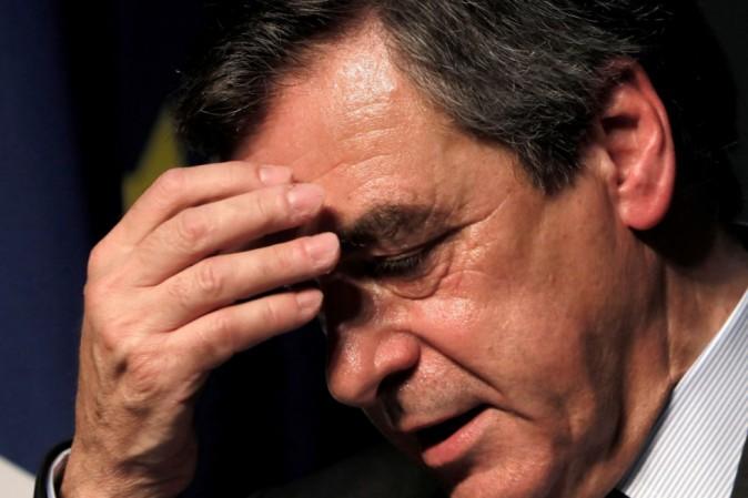 Francia, Fillon indagato per distrazione fondi pubblici
