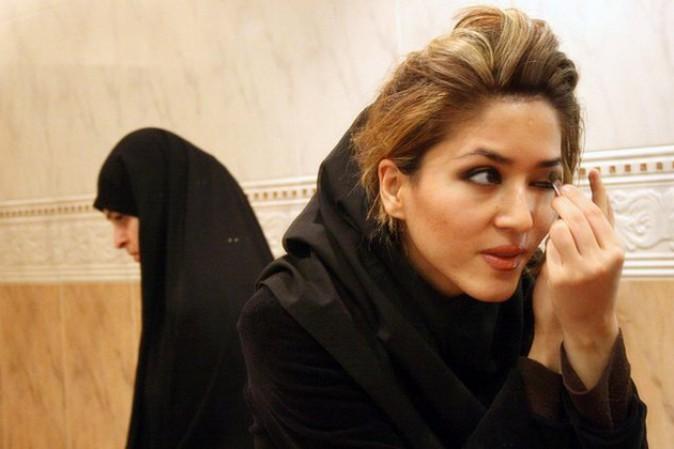 Iran, arrestate otto modelle per foto senza velo su Instagram