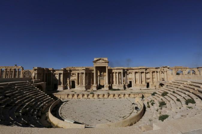 Palmira: Isis ha distrutto il Tetrapilo e il proscenio del teatro romano