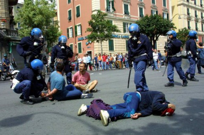 G8 di Genova, l'Italia patteggia. Risarcirà sei vittime di Bolzaneto