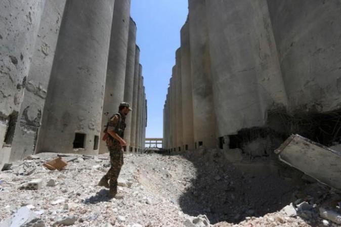 Isis in fuga da Manbij con duemila ostaggi civili