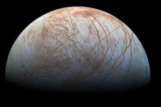 La Nasa conferma : geyser di vapore acqueo sulla luna di Europa