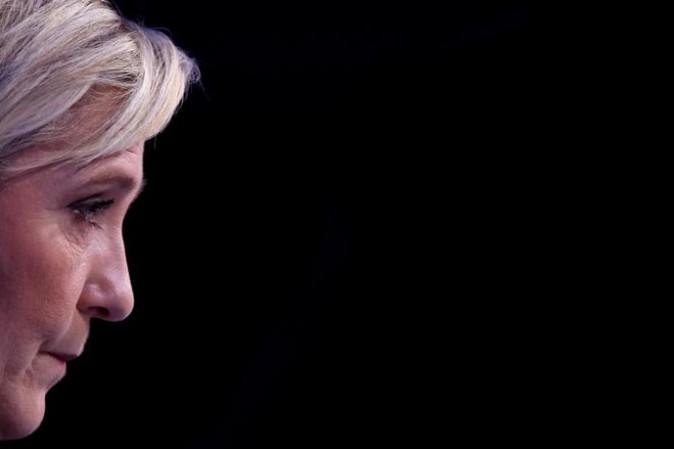 Marine Le Pen, comizio a Nantes: guerriglia in strada