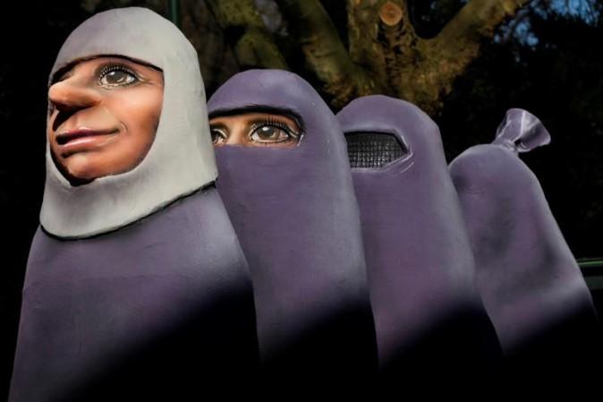 Angela Merkel propone di proibire il burqa in Germania