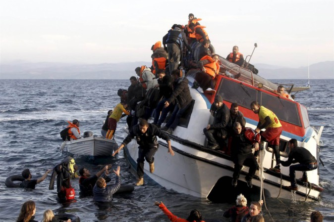 Naufragio davanti a Lesbo, recuperati quindici corpi