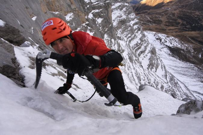 Lutto nel mondo dell'alpinismo: è morto sull'Everest lo svizzero Ueli Steck