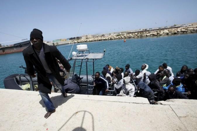 Migranti, naufragio davanti alle coste libiche: almeno 240 morti